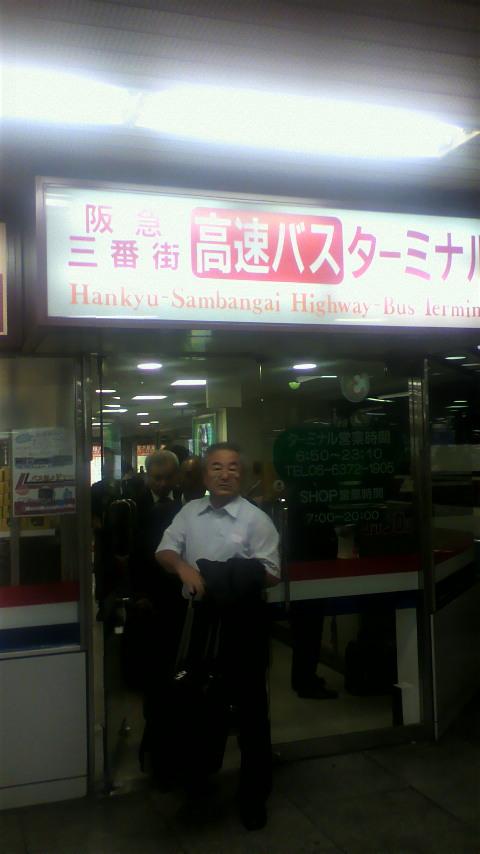 阪急三番街高速バスターミナル乗り場付近